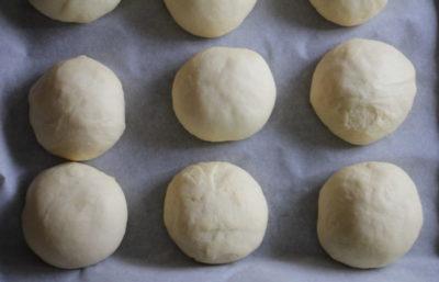 как поставить дрожжевое тесто на сухих дрожжах