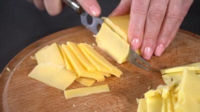 как резать сыр на стол