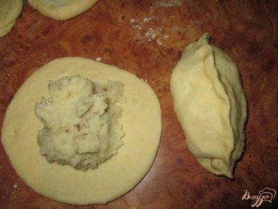 как лепить пирожки с капустой