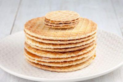 как испечь бисквитные коржи