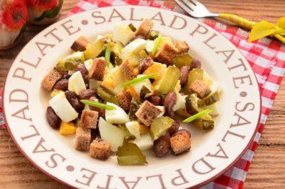 как приготовить салат с фасолью и сухариками