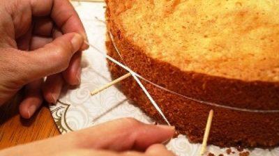 как разрезать корж ниткой