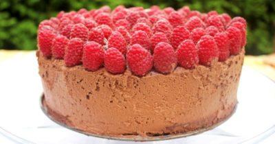 как украсить торт малиной