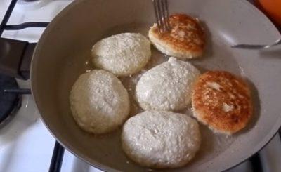как приготовить сырники с манкой