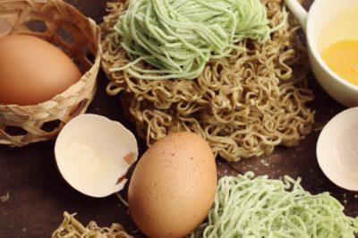 как сделать домашнюю лапшу на яйцах